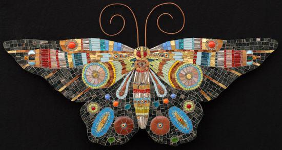 马赛克拼贴创意而成的蝴蝶图案艺术